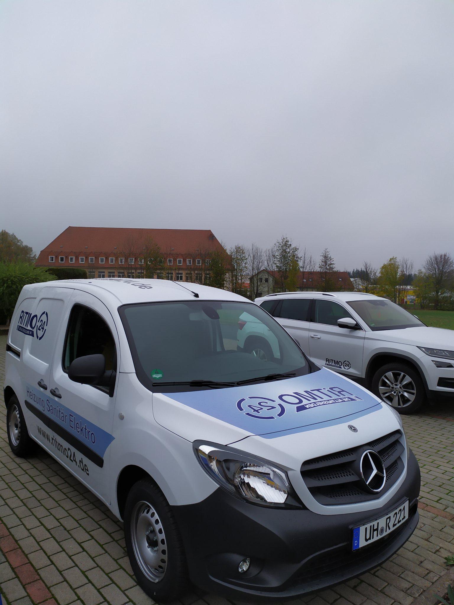 Mercedes Benz Auto Mitarbeiter